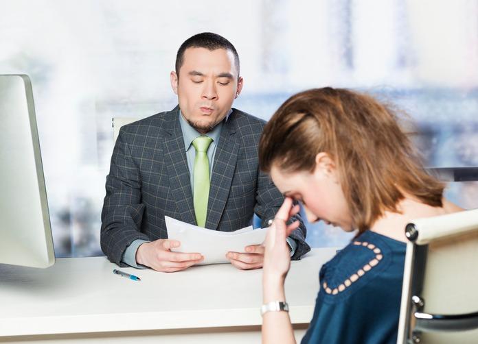 جلسه با کارمند