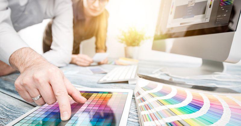 طراح گرافیک از مشاغل پردرآمد خانگی